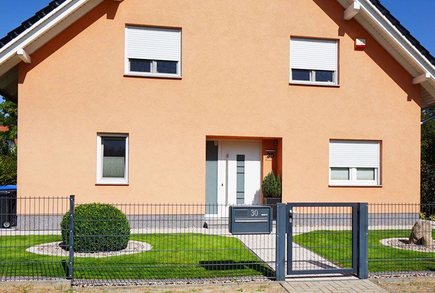 Zaunbriefkästen lassen sich schnell montieren - am Zaun - am Hoftor oder an der Gartentür